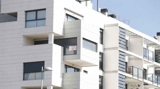 La compraventa de viviendas cae un 4,3% en febrero pero registra su mejor cifra en un año