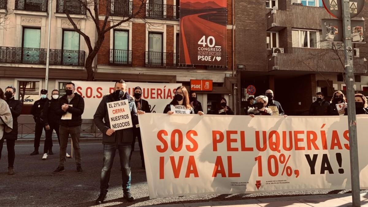 La rebaja del IVA a la que se opone Sánchez podría evitar el cierre de más de 10.000 peluquerías