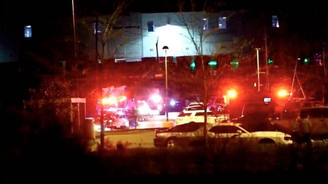 Al menos ocho muertos en un tiroteo en una oficina de FedEx en Indianápolis