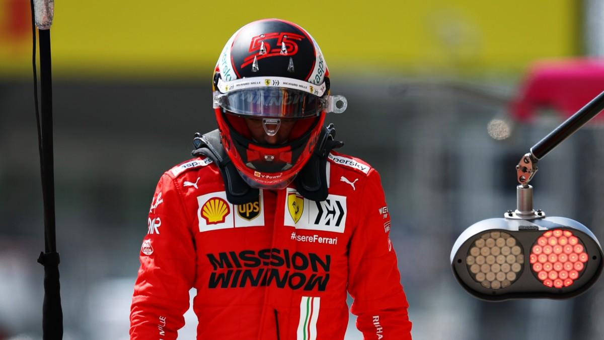 Carlos Sainz se lamenta tras quedar eliminado en la Q2. (Getty)