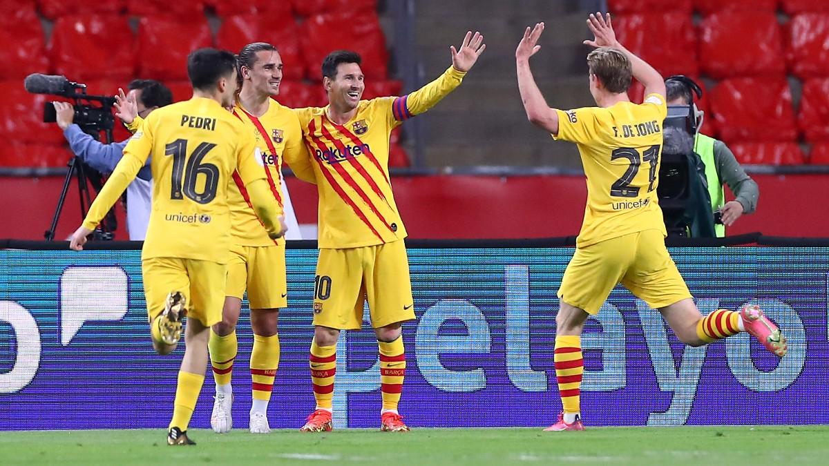 Antoine Griezmann celebra su gol ante el Athletic junto a Messi, De Jong y Pedri. (Getty)