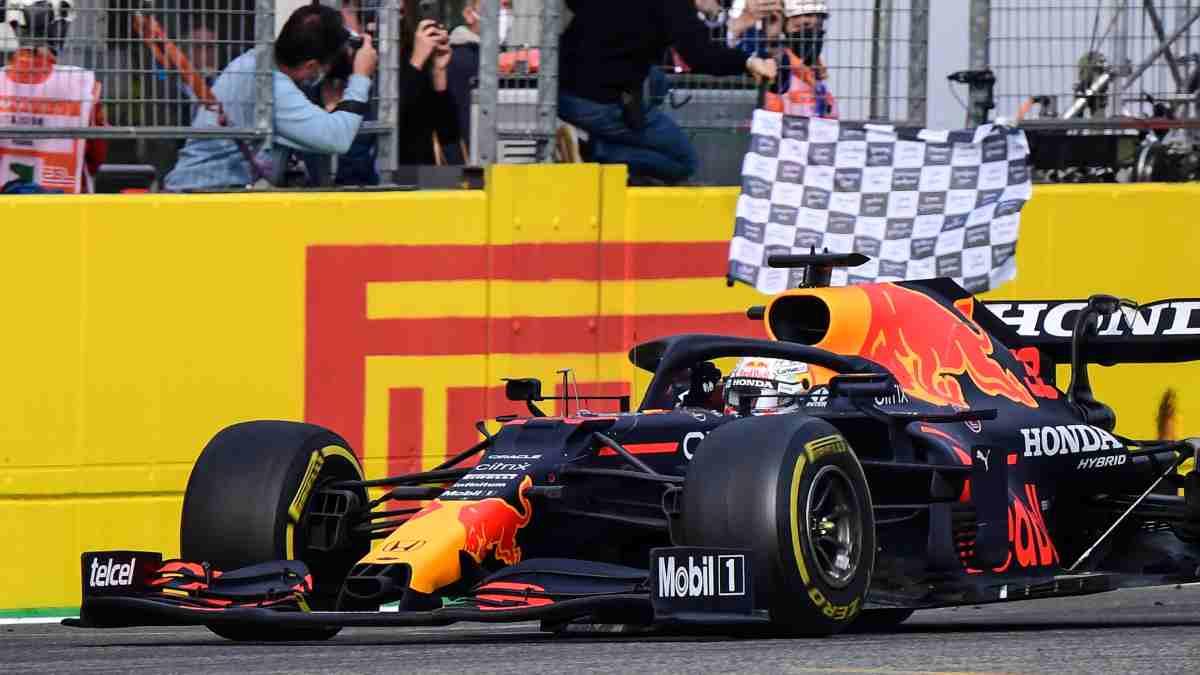 Max Verstappen gana el Gran Premio de Emilia-Romaña con Red Bull. (AFP)
