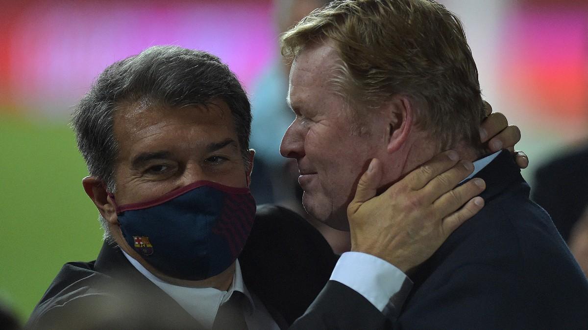Joan Laporta saluda a Koeman tras ganar la Copa del Rey. (AFP)
