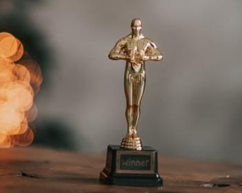 Cómo hacer una estatuilla de los Premios Oscar
