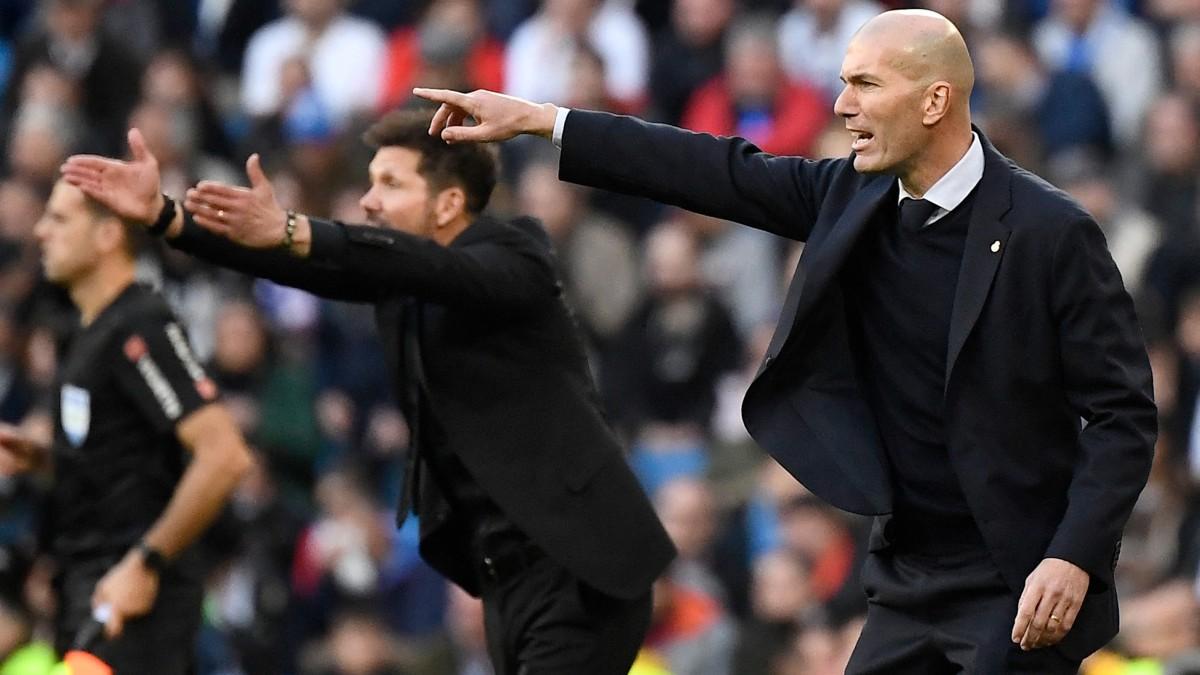 Simeone y Zidane, durante un derbi en el Bernabéu. (AFP)