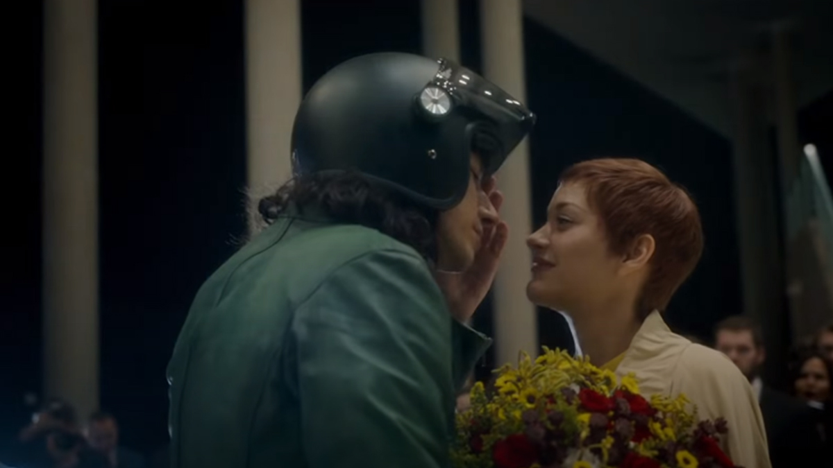 Adam Driver con Marion Cotillard en el trailer de Anette (A24 Films)
