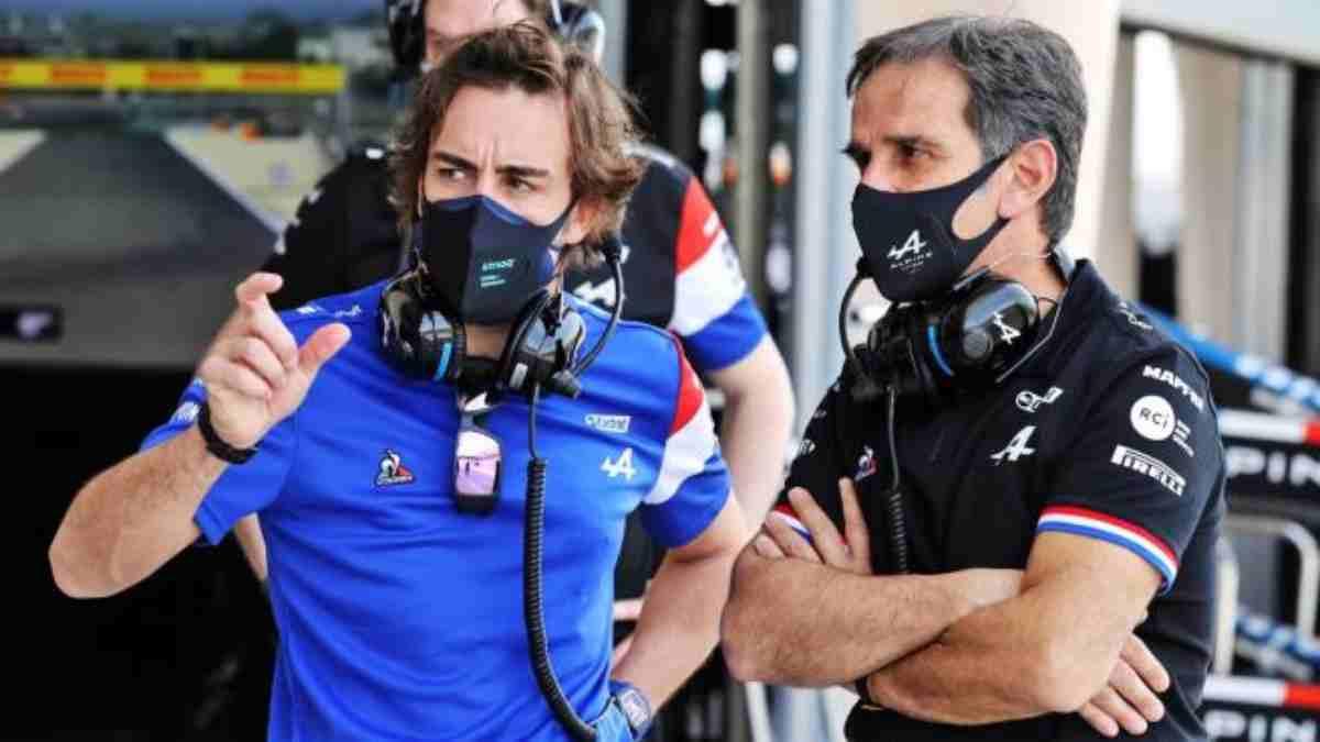 Fernando Alonso y Davide Brivio. (Alpine)