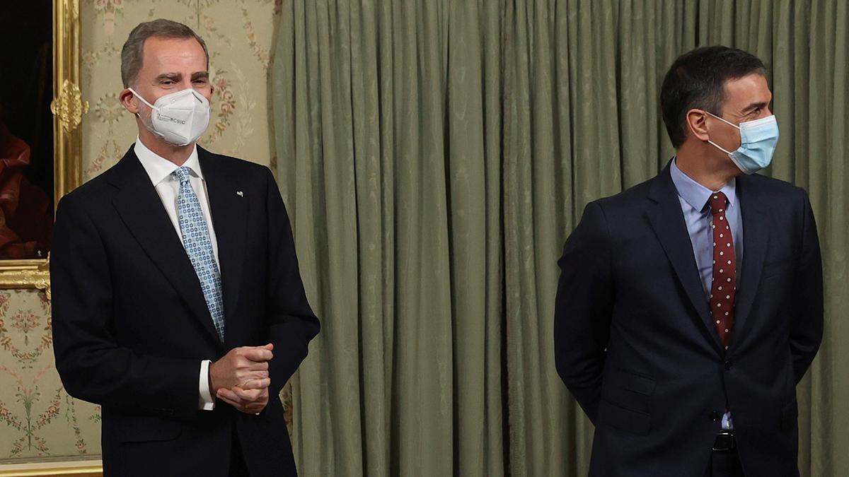 Felipe VI y Pedro Sánchez, anoche, durante la cena de gala ofrecida a los presidentes de la República Dominicana y Guatemala.