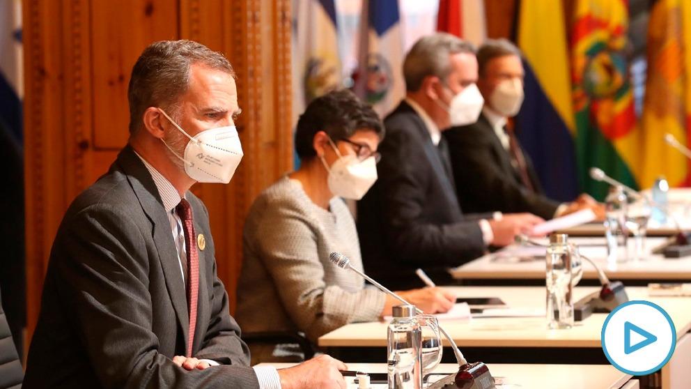 Felipe Vl, este miércoles, junto a la ministra Arancha González Laya en la cumbre celebrada en Andorra.