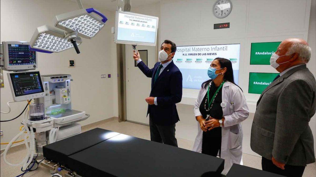 Juanma Moreno y Jesús Aguirre visitan el Hospital Materno Infantil Virgen de las Nieves (Álex Cámara / Europa Press).