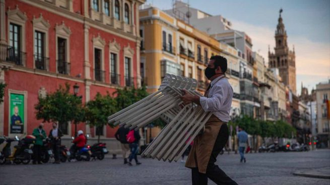 Hosteleros de Sevilla amenazan con llevar al Gobierno a los tribunales tras las nuevas restricciones