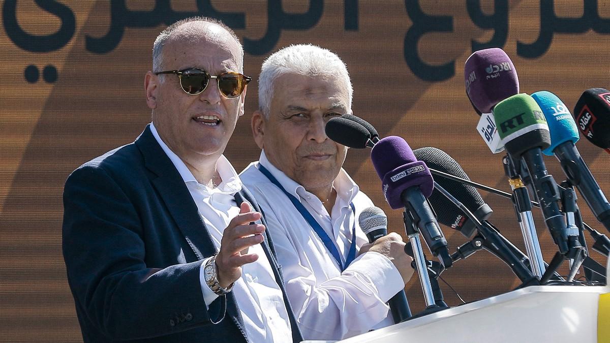 Tebas da una rueda de prensa en países árabes. (AFP)