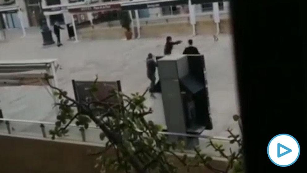 Pelea a palos y machetazos entre un grupo de menores no acompañados en el centro de Tarragona.