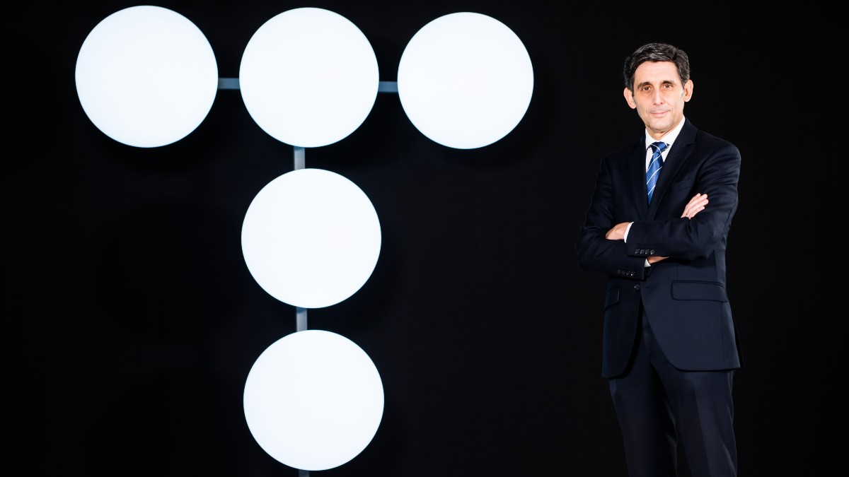 El presidente de Telefónica, José María Álvarez-Pallete, con el nuevo logo