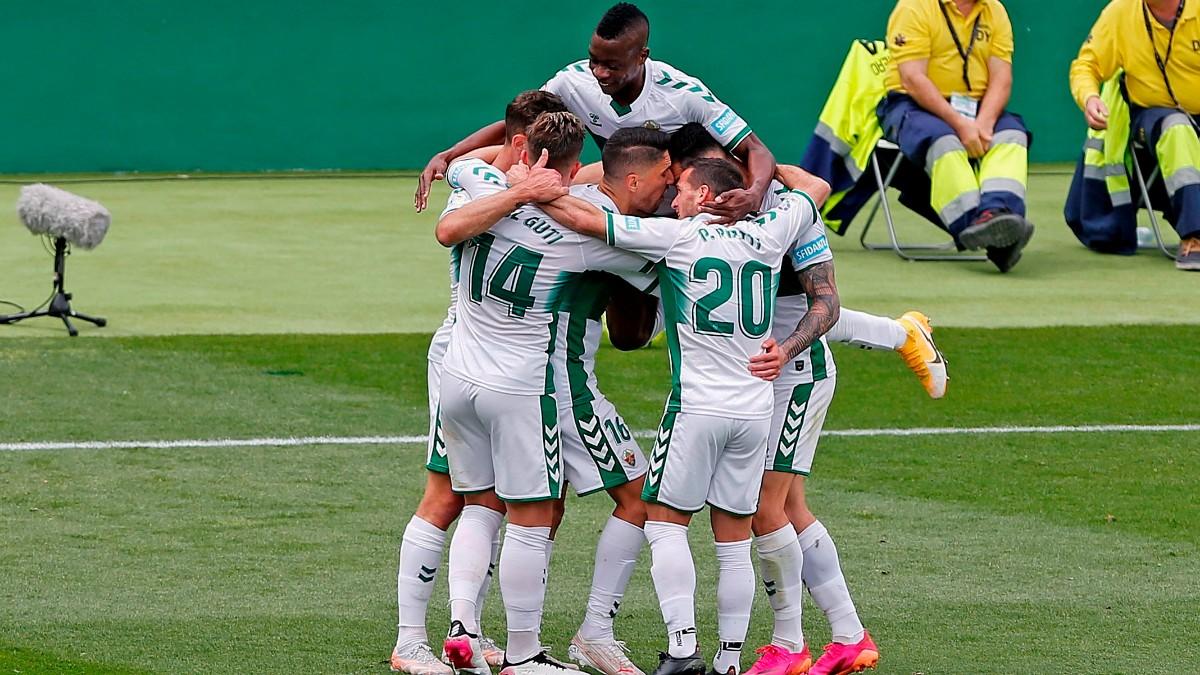 Los jugadores del Elche celebran el gol de Lucas Boyé ante el Levante. (EFE)