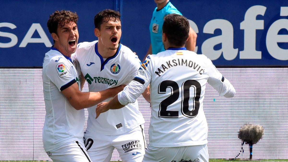 Enes Unal celebra uno de sus goles ante el Huesca. (EFE)