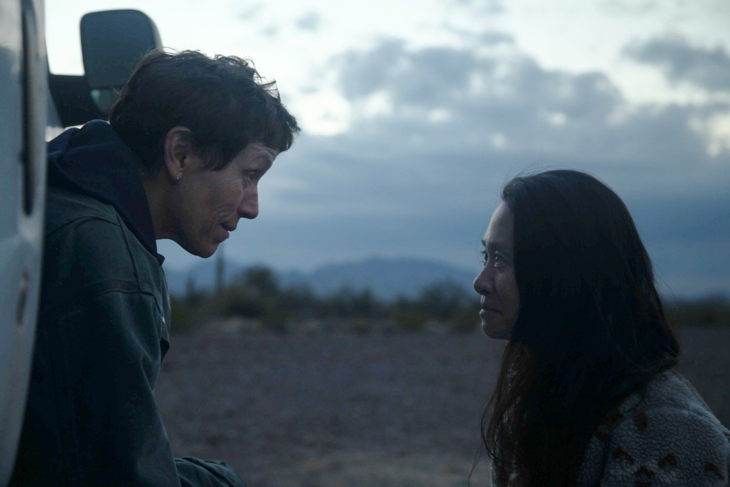 chloé zhao y frances mcdormand en «Nomadland»(Searchlight Pictures)