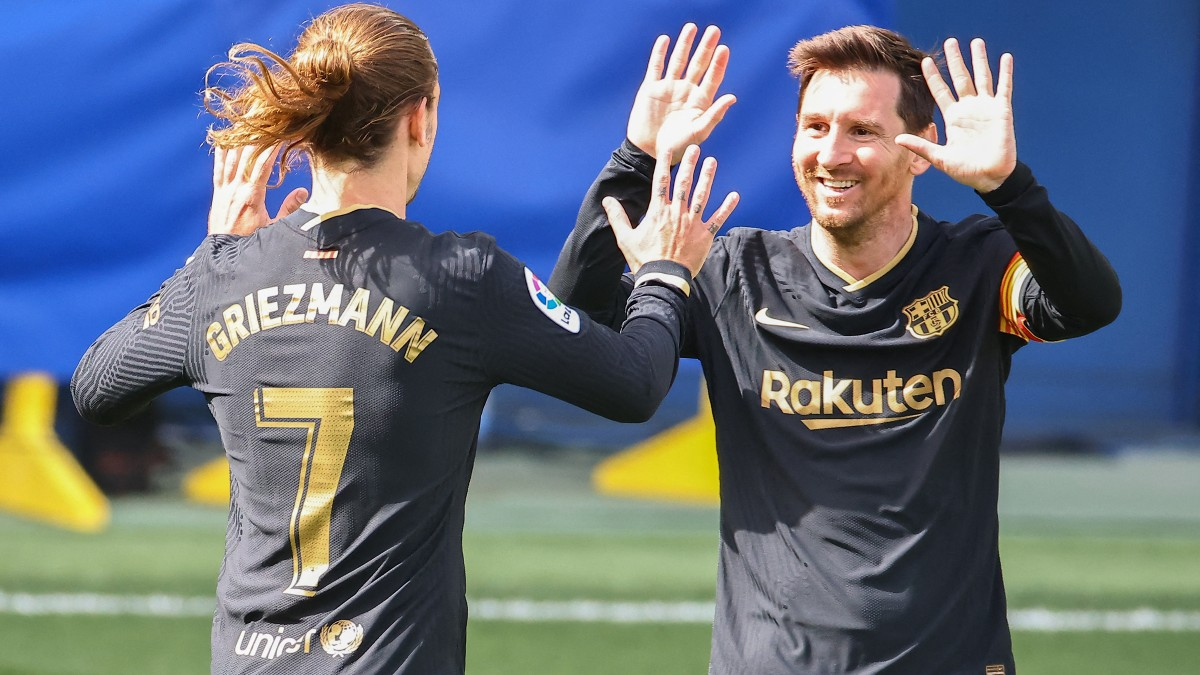 Messi celebra un gol del Barcelona con Griezmann. (AFP)