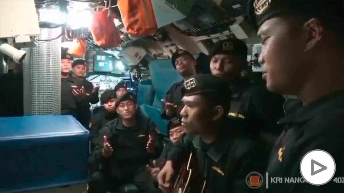 Los marineros del submarino de Indonesia.