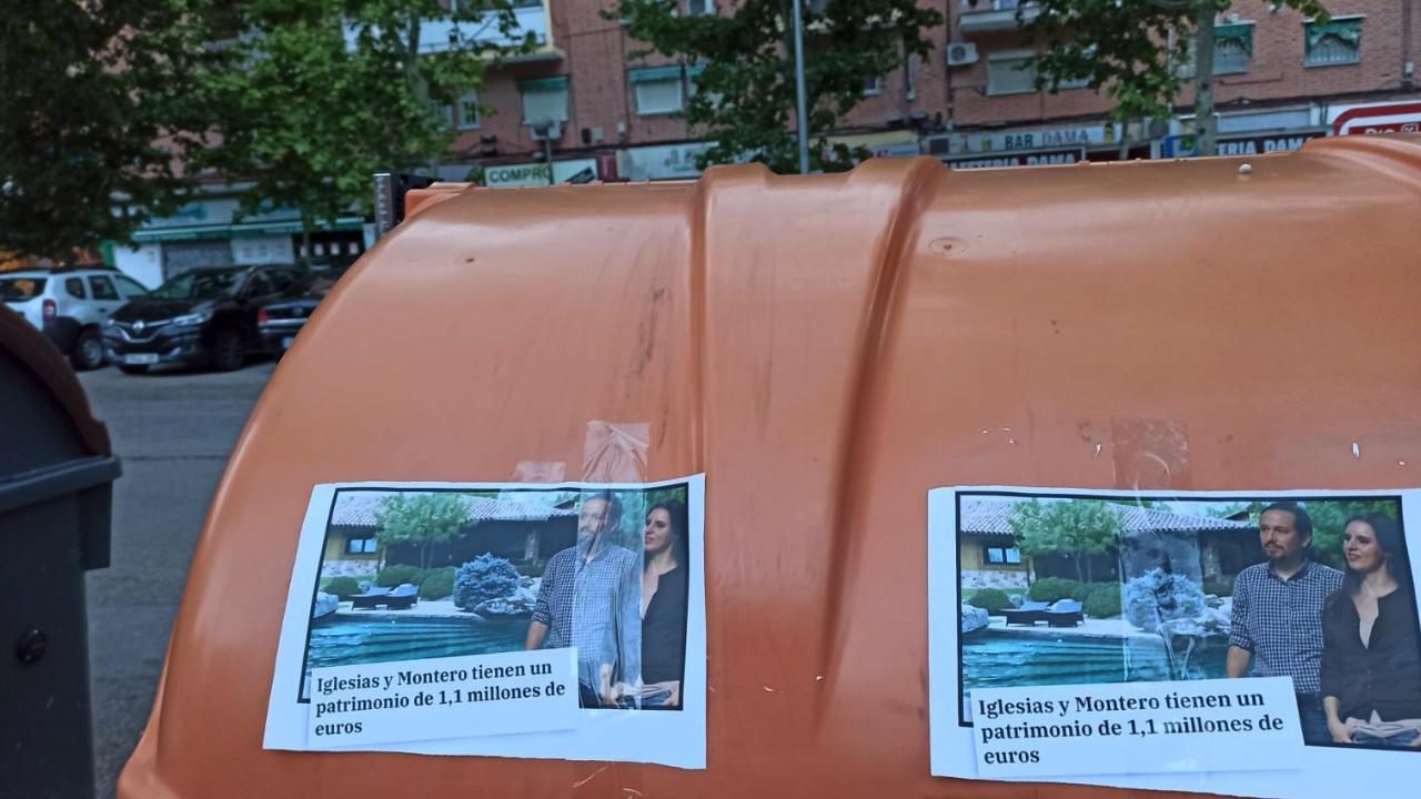 Carteles contra Pablo Iglesias en Vallecas.