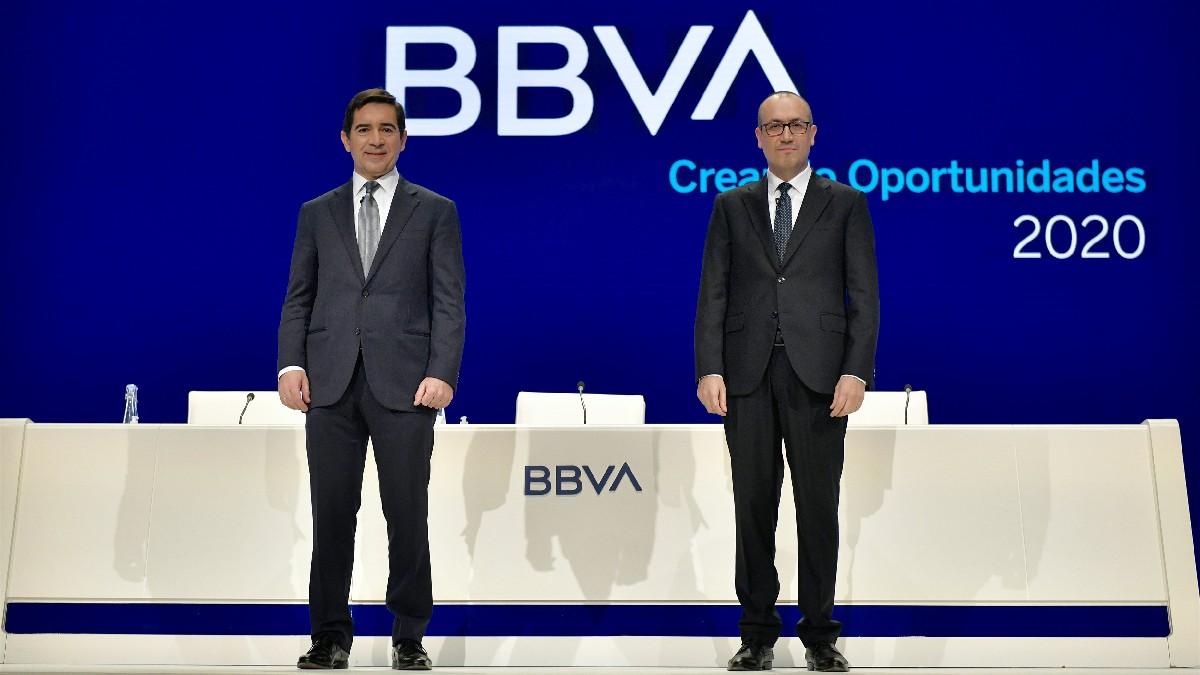 El presidente y el consejero delegado de BBVA, Carlos Torres y Onur Genç