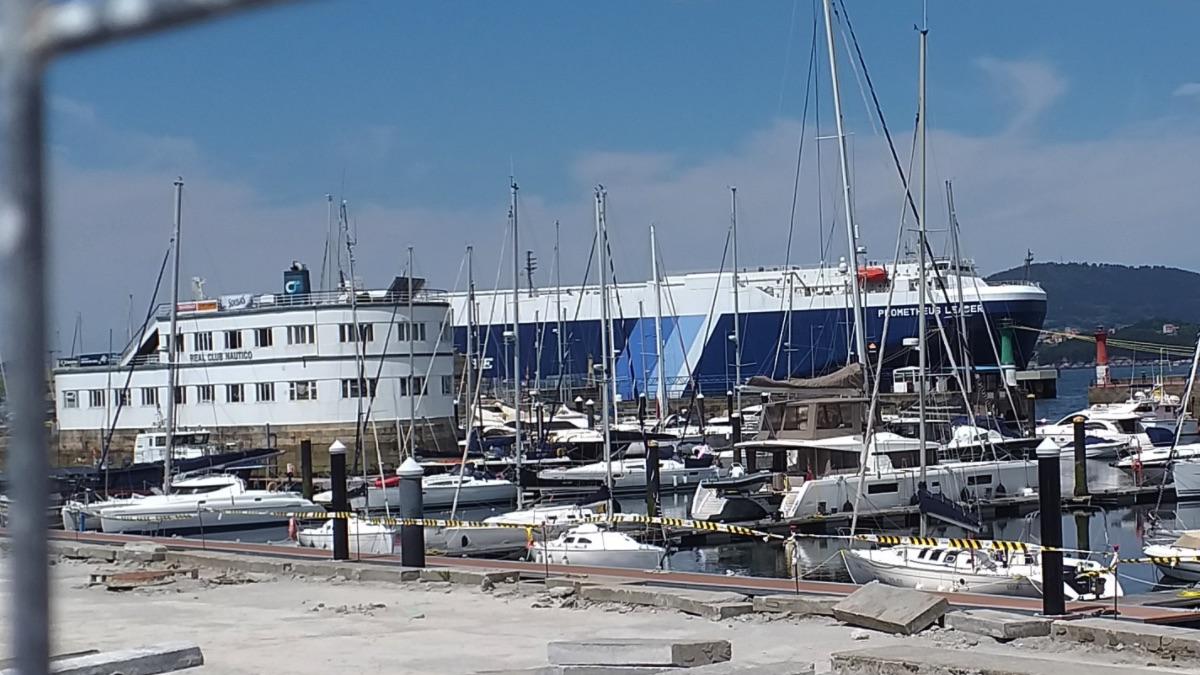 Barco 'Prometheus Leader', atracado en Vigo y en cuarentena, tras confirmarse positivos con la variante india del virus.