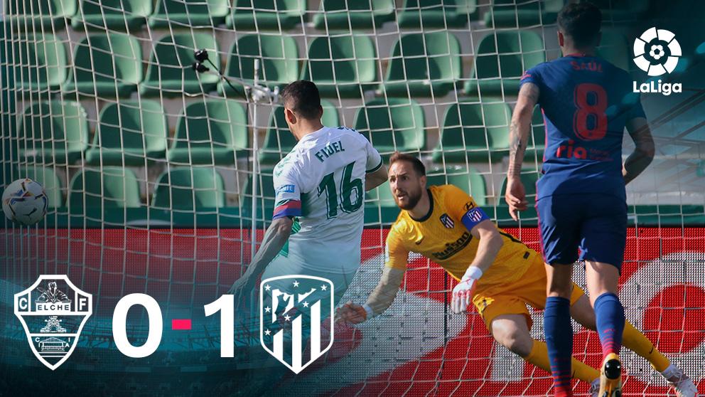 Fidel lanza al poste un penalti en el Elche-Atlético.