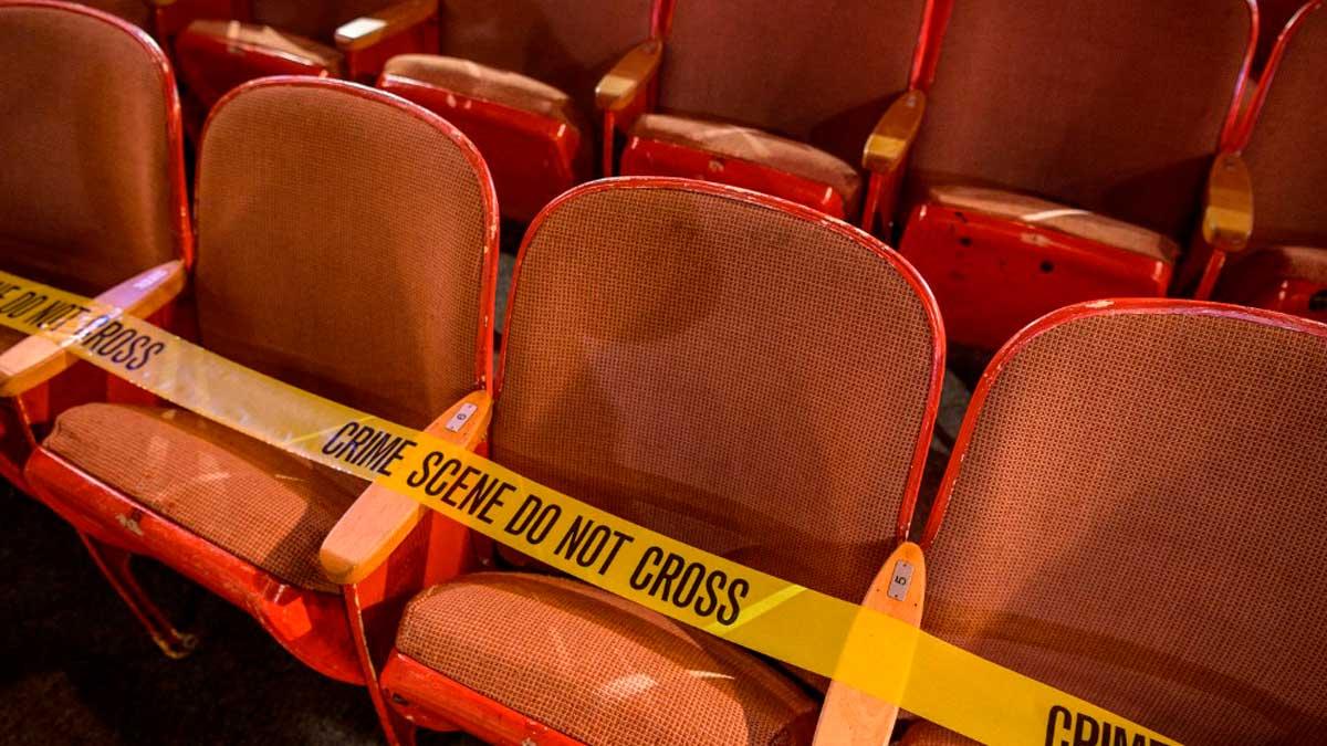 Asientos precintados en la obra 'Un crimen perfecto' de Broadway, el centro mundial del teatro en Nueva York. Foto: AFP