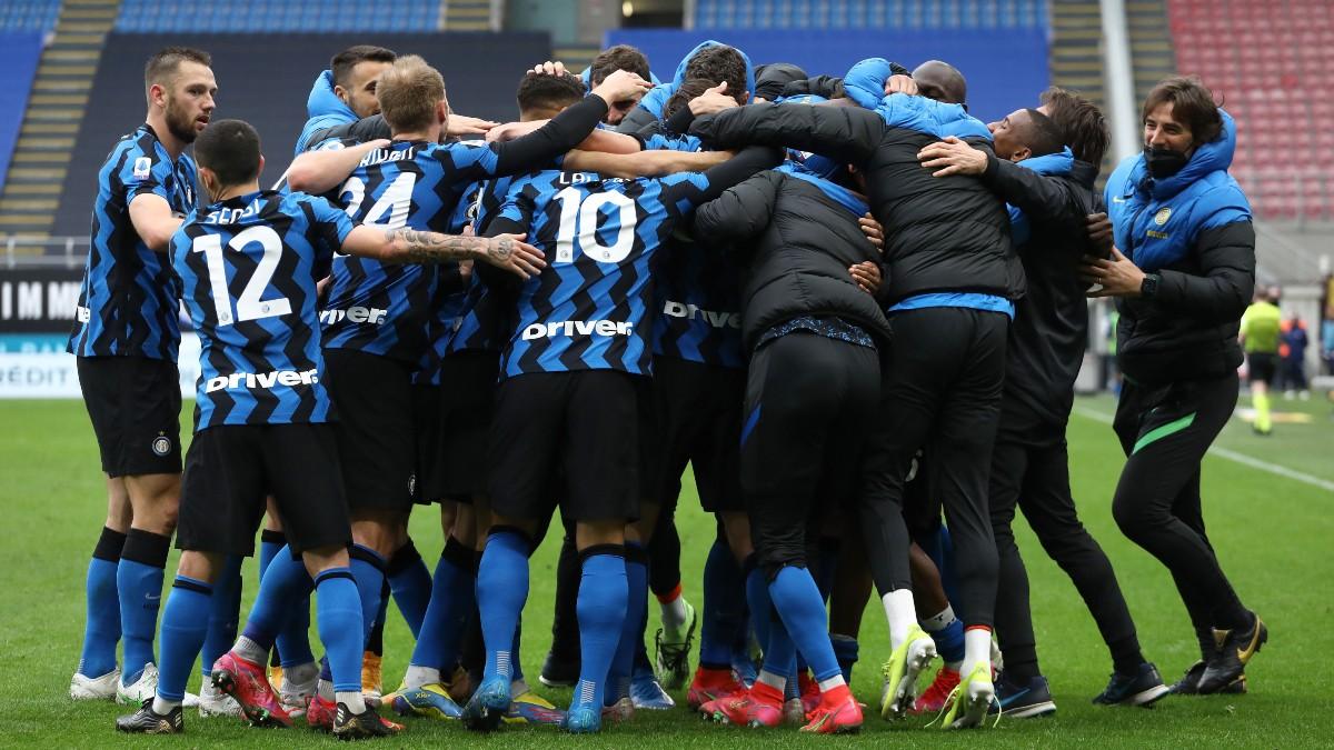 Los jugadores del Inter de Milán celebran un gol. (Getty)