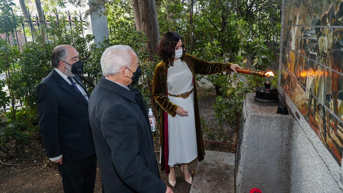 Ayuso preside la ofrenda floral a los Héroes del 2 de Mayo en el Cementerio de la Florida.