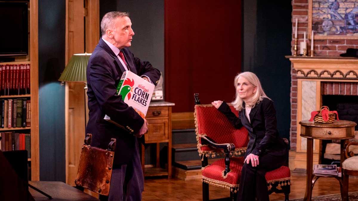 La actriz Catherine Russell y el actor Charles Geyer representando la obra 'Un crimen perfecto' en Broadway, Nueva York. Foto: AFP