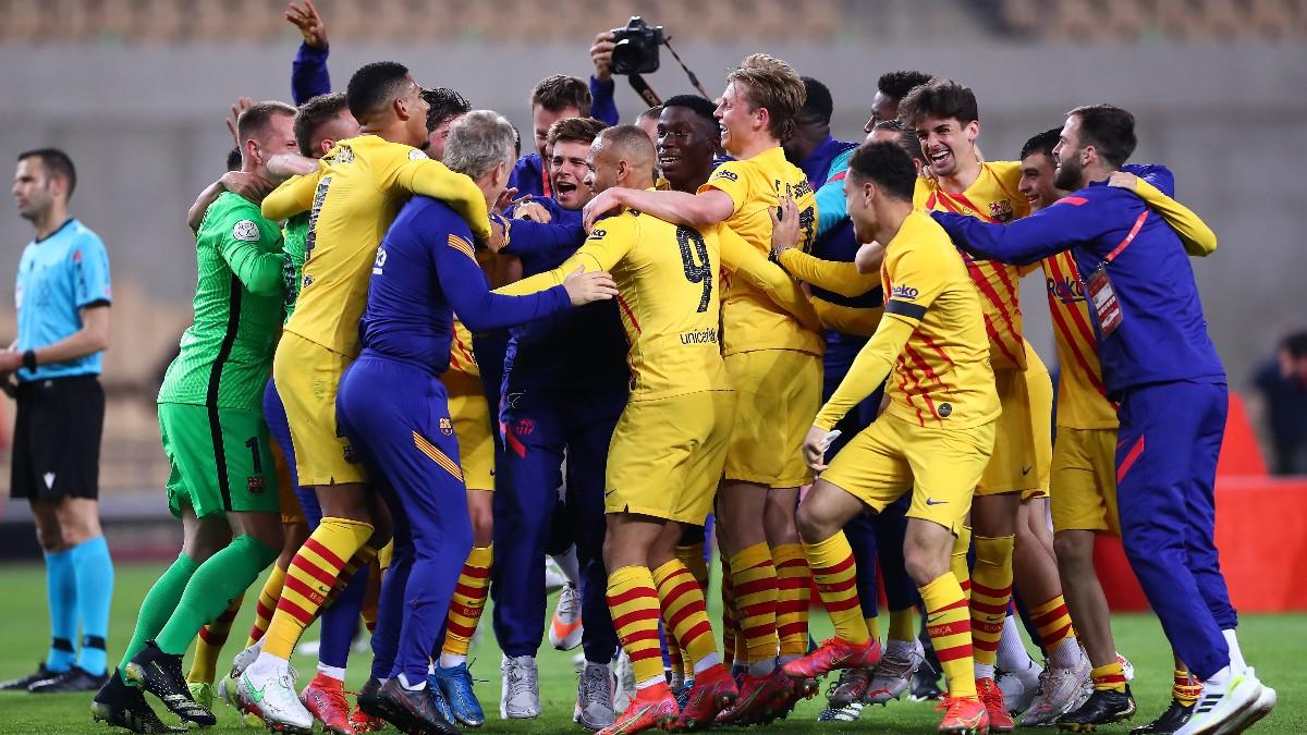 Los jugadores del Barcelona celebran la Copa del Rey en La Cartuja. (Getty)