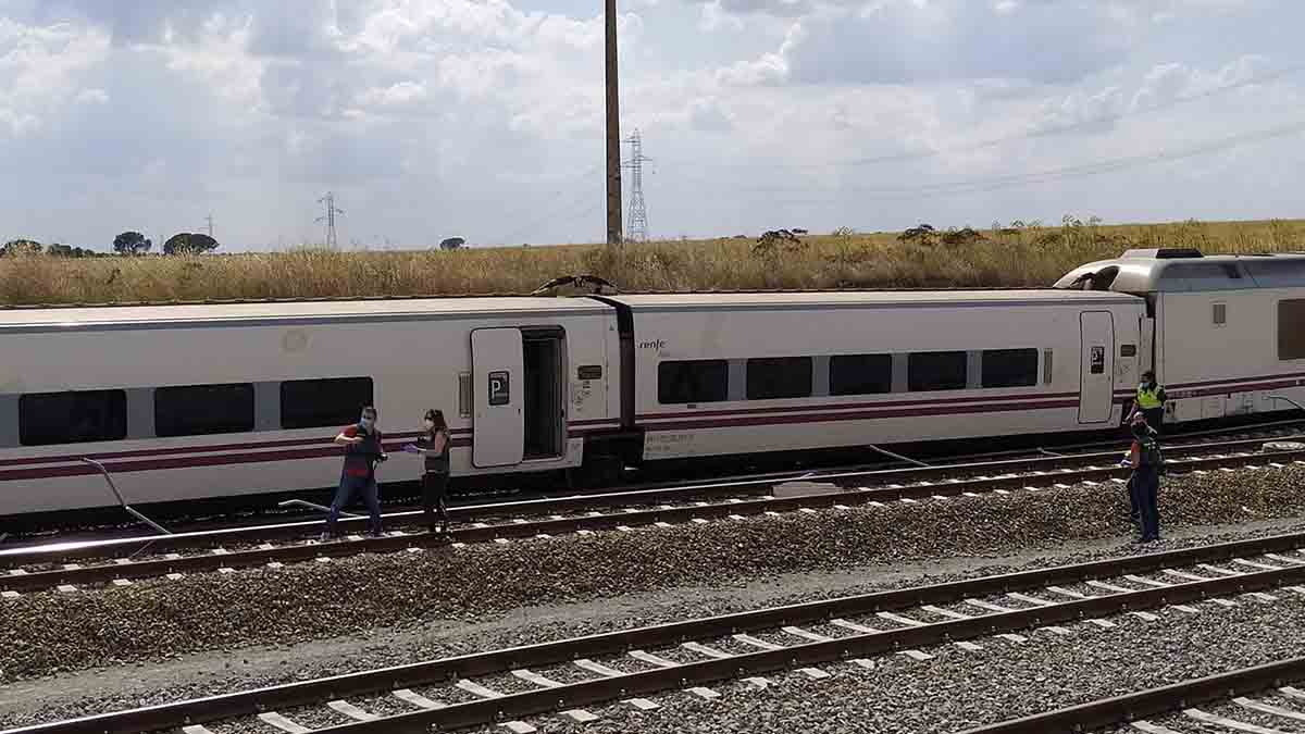 Imagen de archivo de un tren Alvia descarrilado