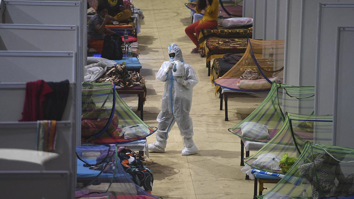 Imagen de un centro sanitario de Nueva Delhi con enfermos de Covid.