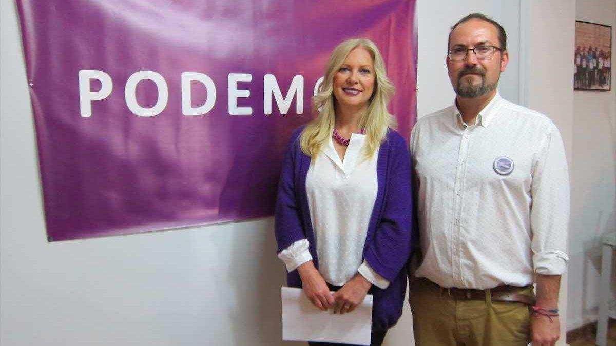 Los concejales de Podemos en el Ayuntamiento de Córdoba, Cristina Pedrajas y Juán Alcántara (Europa Press).