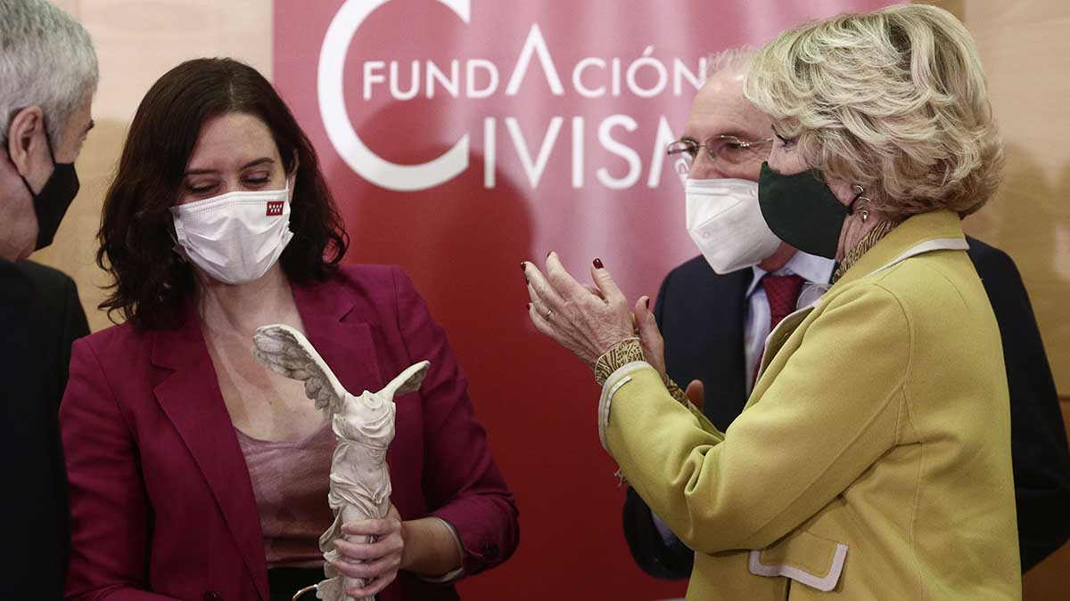 La presidenta de la Comunidad de Madrid, Isabel Díaz Ayuso y la ex presidenta Esperanza Aguirre
