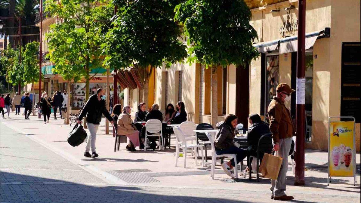 Terraza de una calle de Melilla (Europa Press).