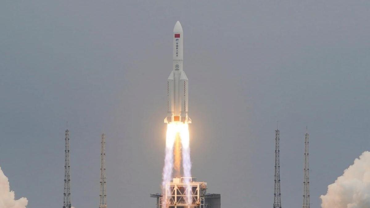 Cuándo caerá el cohete chino en la Tierra y hacia dónde se dirige