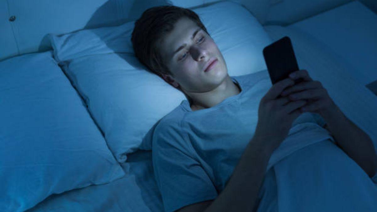 Un estudio revela que el modo nocturno no sirve para una mejor calidad del sueño
