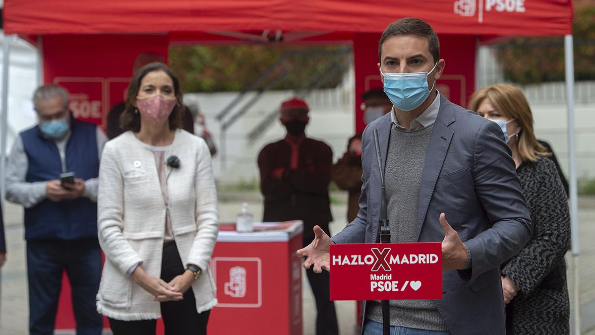 Juan Lobato en un acto electoral junto a Reyes Maroto