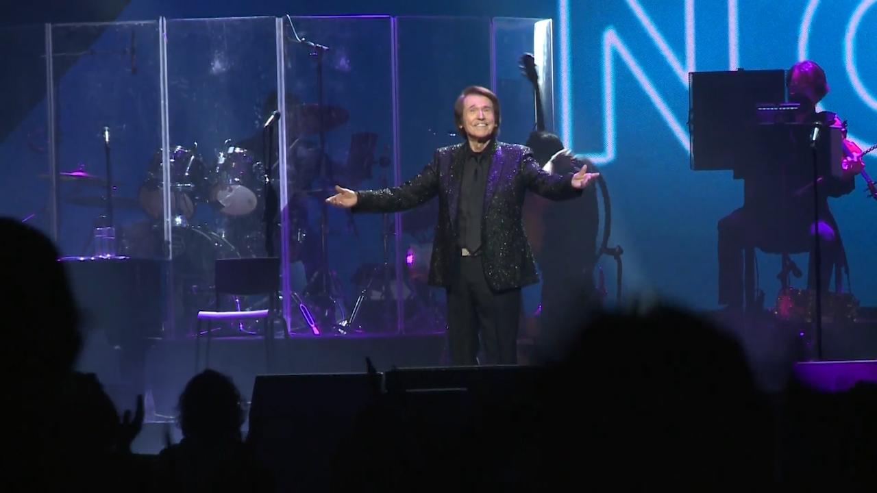 Raphael durante un concierto.