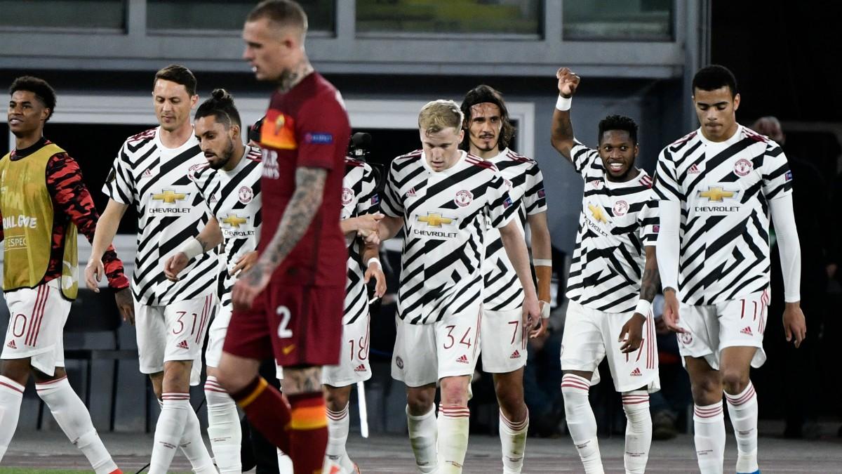 Los jugadores del Manchester United celebran un gol contra la Roma. (AFP)