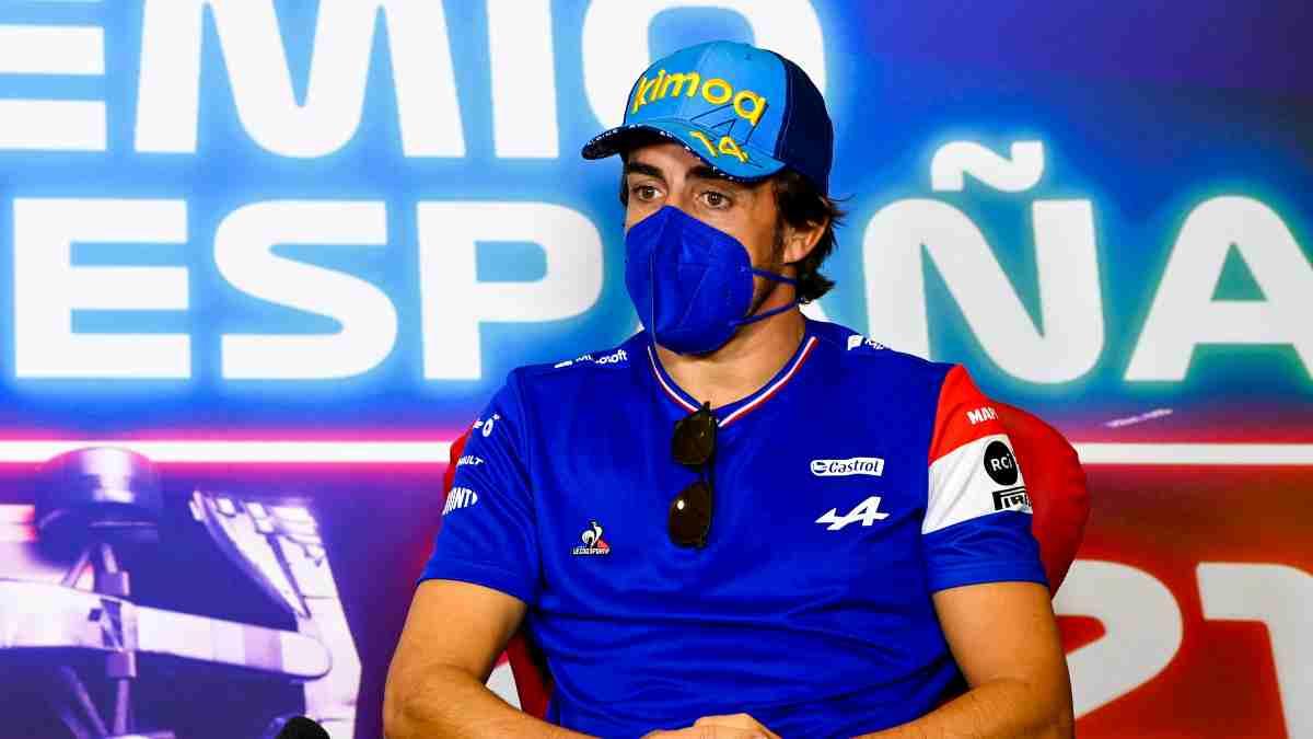 Fernando Alonso en una rueda de prensa. (AFP)