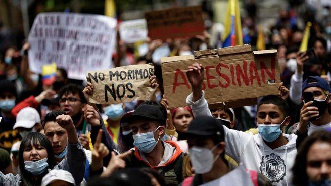 El Gobierno de Colombia trata de frenar las protestas convocando un encuentro con sus convocantes