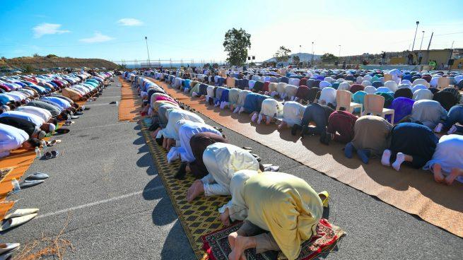 Rezo colectivo por el fin del Ramadán.