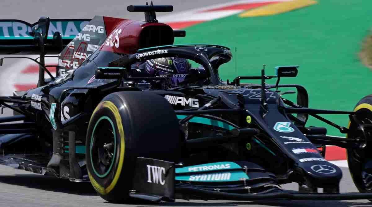Lewis Hamilton durante la sesión de clasificación del Gran Premio de España. (AFP)