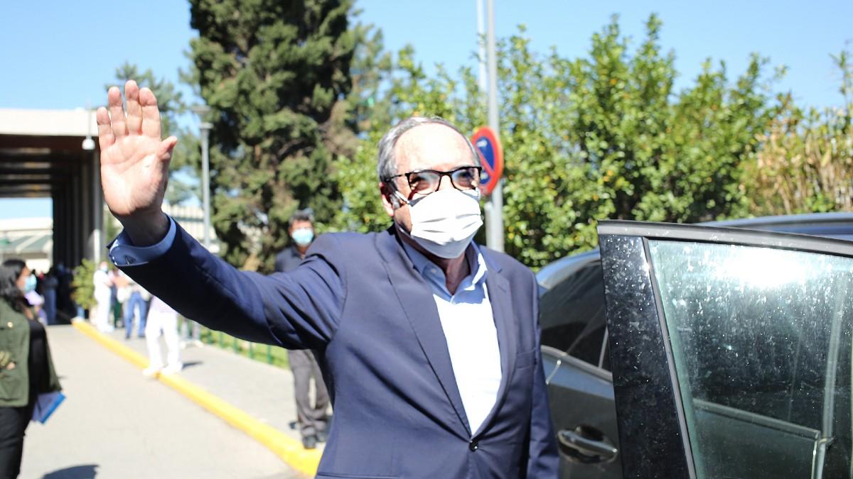 Ángel Gabilondo a su salida del hospital.