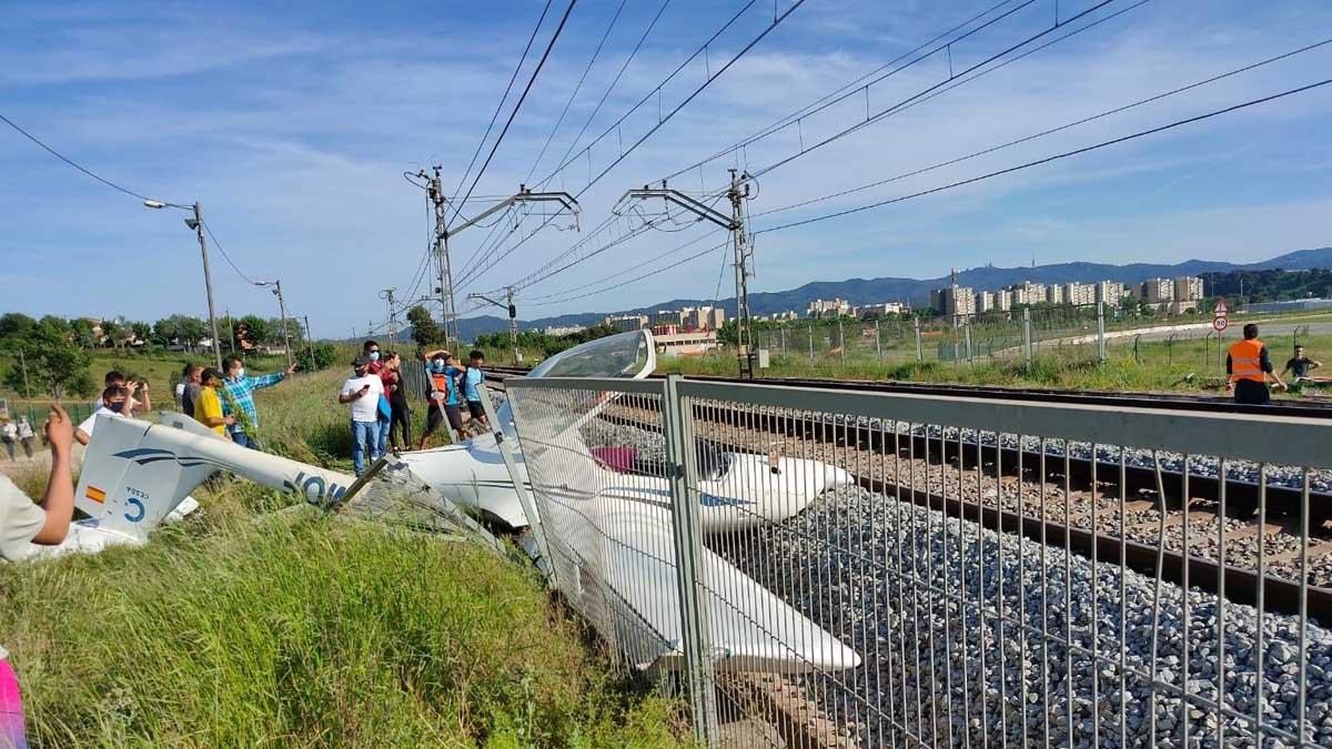 Así quedó la avioneta que se estrelló en Sabadell