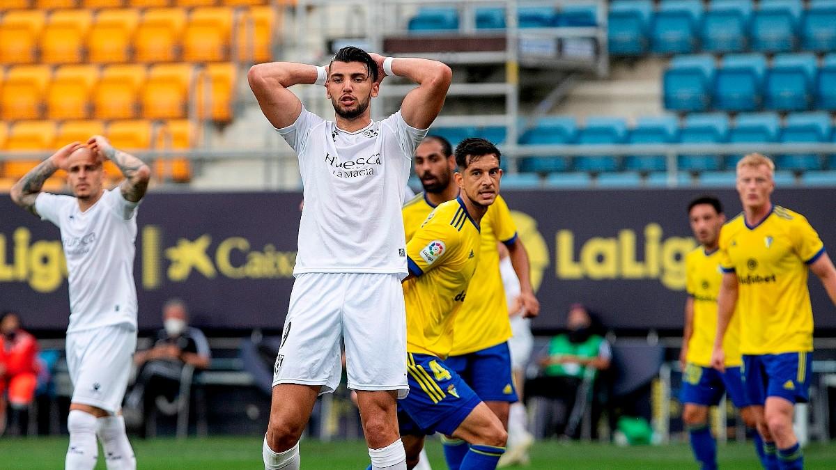Rafa Mir lamenta una ocasión fallada ante el Cádiz. (EFE)