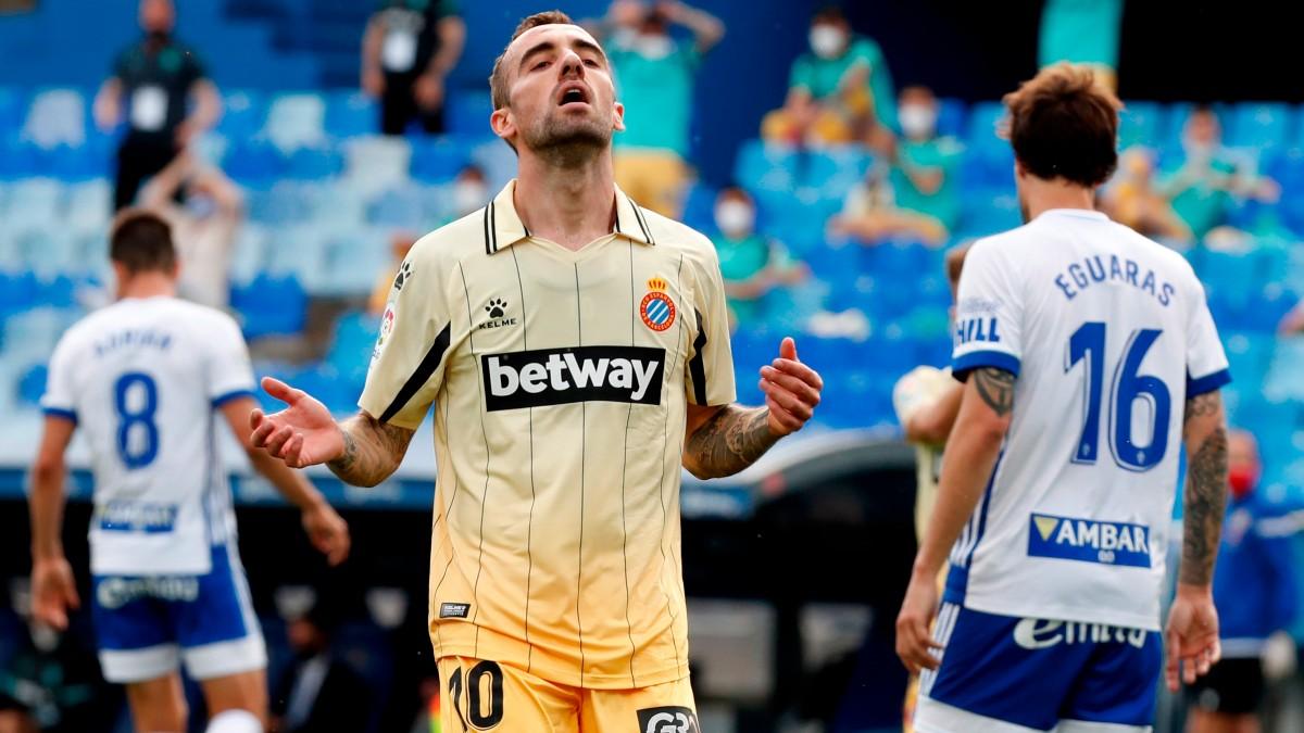 Darder se lamenta en el Zaragoza-Espanyol. (EFE)